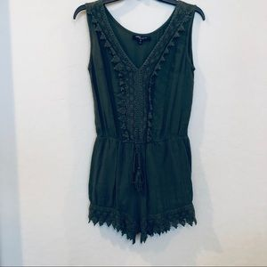 Romeo + Juliet Couture Green Sleeveless Romper